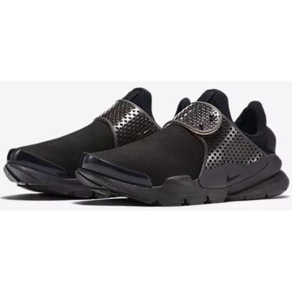 new concept e9f11 7cfdc Women's Nike Sock Dart Triple Black